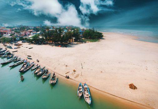 bãi biển chân mây Lăng Cô Huế