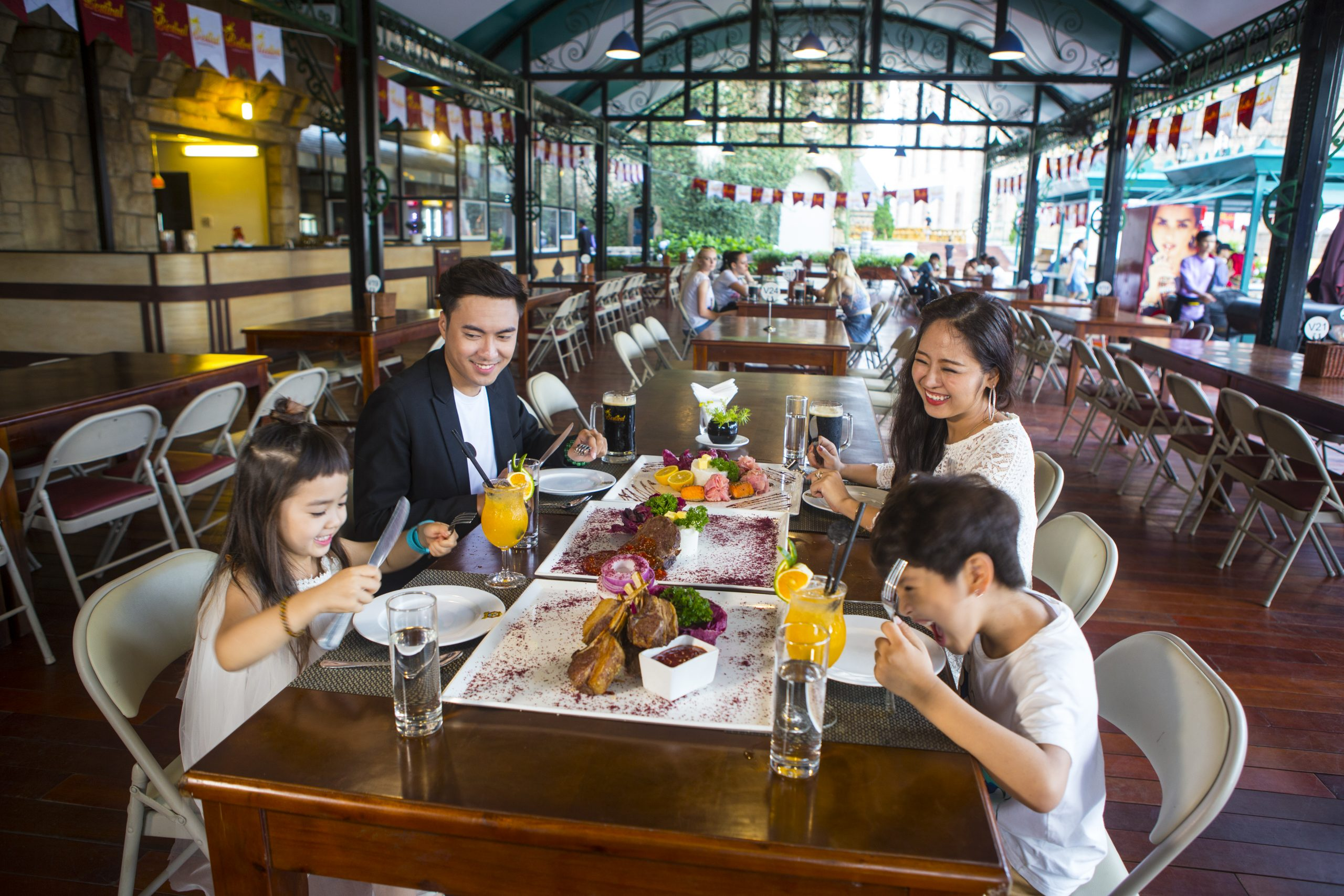 hệ thống hơn 30 nhà hàng tại Sun World Ba Na Hills